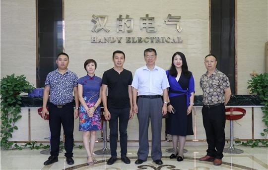 中国建筑材料流通协会秦占学会长一行莅临汉的电气参观指导
